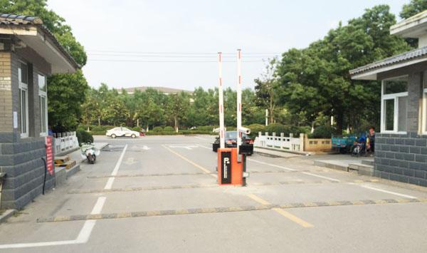 汽车停车出入口进出管理系统-徐州车牌识别案例