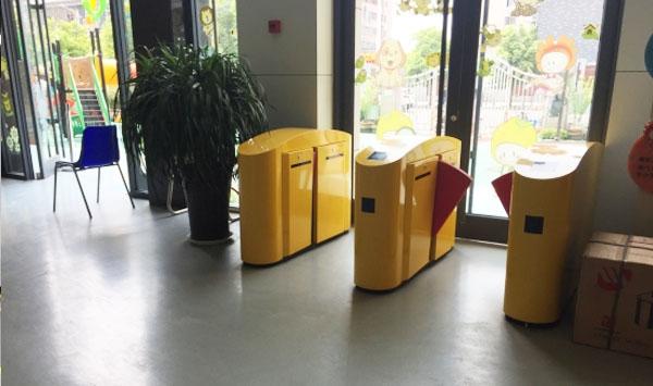 徐州市机关第1幼儿园 定制烤漆型软翼闸系统-徐州门禁一卡通案例